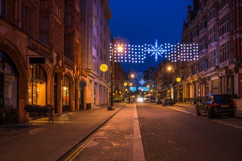 De decoratie van de Kerstmisstraat op Onderstelstraat in Centrale Mayfair, stock afbeeldingen