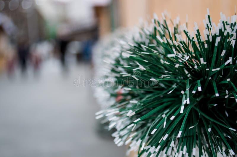 De decoratie van de Kerstmisvakantie op de straat stock fotografie