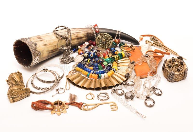 De decoratie van de oude Vikingen Uitstekende met de hand gemaakte toebehoren stock afbeeldingen