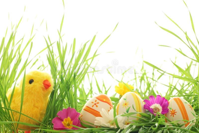 De decoratie van Pasen met kuiken en eieren royalty-vrije stock afbeeldingen