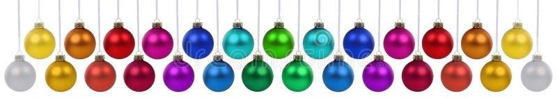 De decoratie van de de snuisterijenbanner van Kerstmisballen vele kleuren het hangen is stock foto
