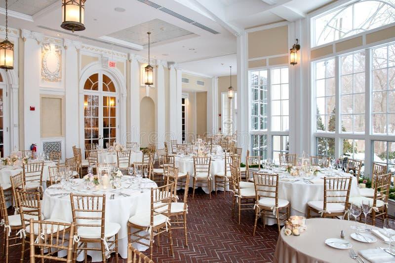 De decoratiereeks van de huwelijkslijst - lijsten voor fijne gerichte gebeurtenis worden geplaatst die stock fotografie