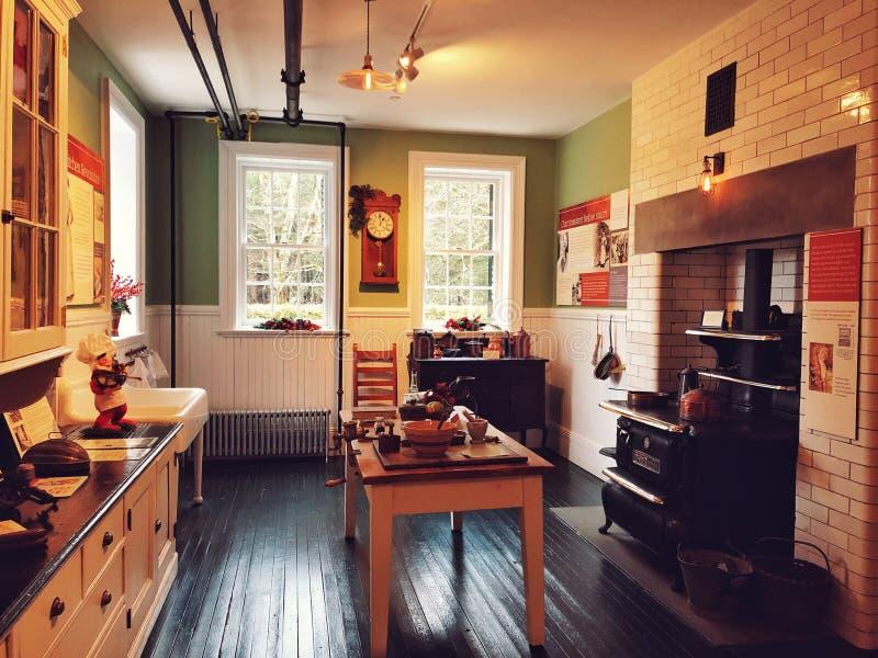 De decoratieve keukenruimte binnen het Onderstel stock foto's