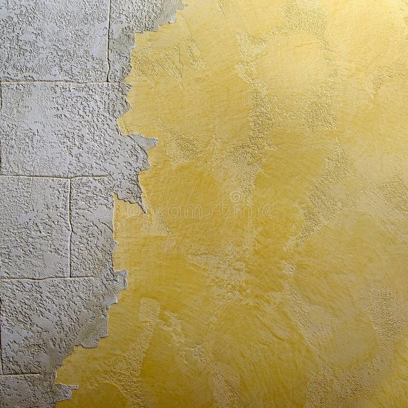 De decoratieve mengeling van het glossepleister met vlot oppervlaktemetselwerk stock foto's