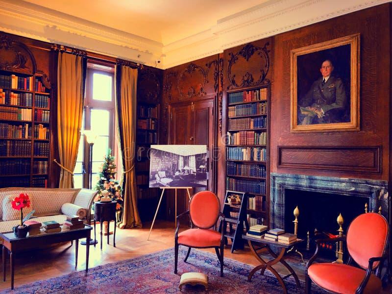De decoratieve studieruimte binnen het Onderstel stock fotografie