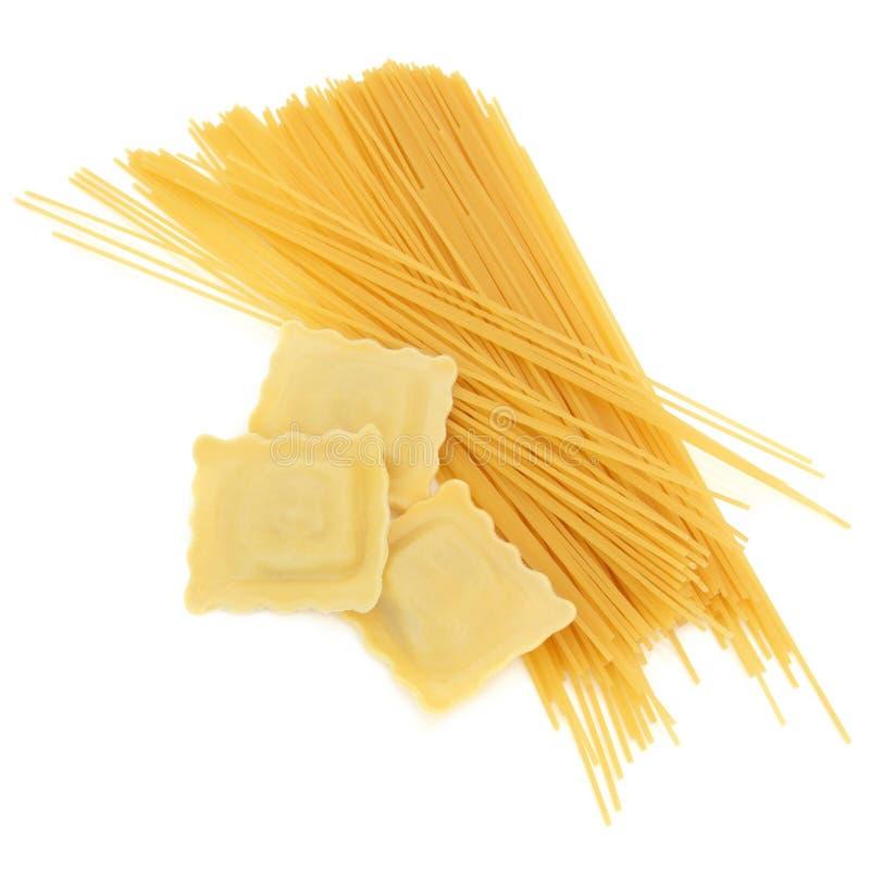 De Deegwaren van de ravioli en van de Spaghetti stock foto's