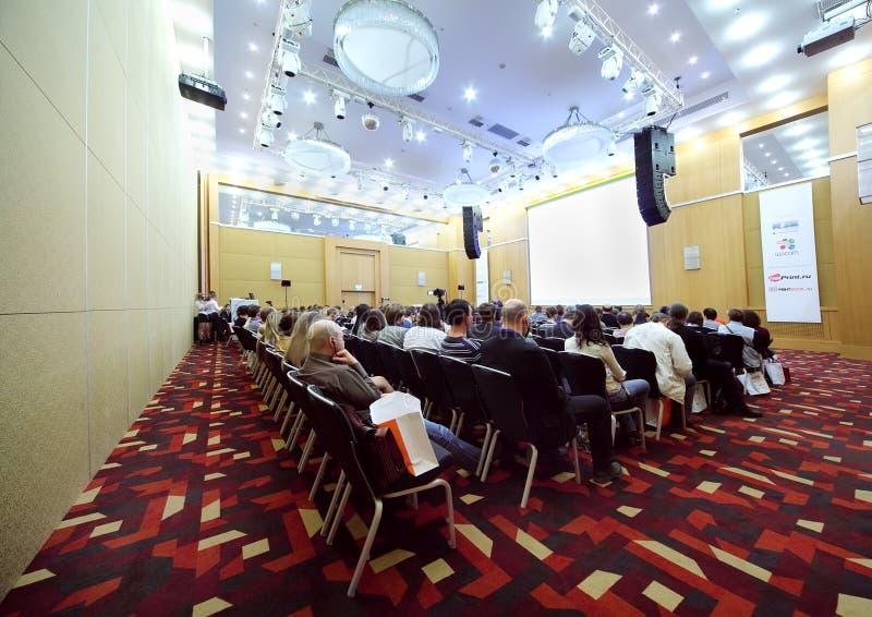 De deelnemers luisteren prestaties royalty-vrije stock foto