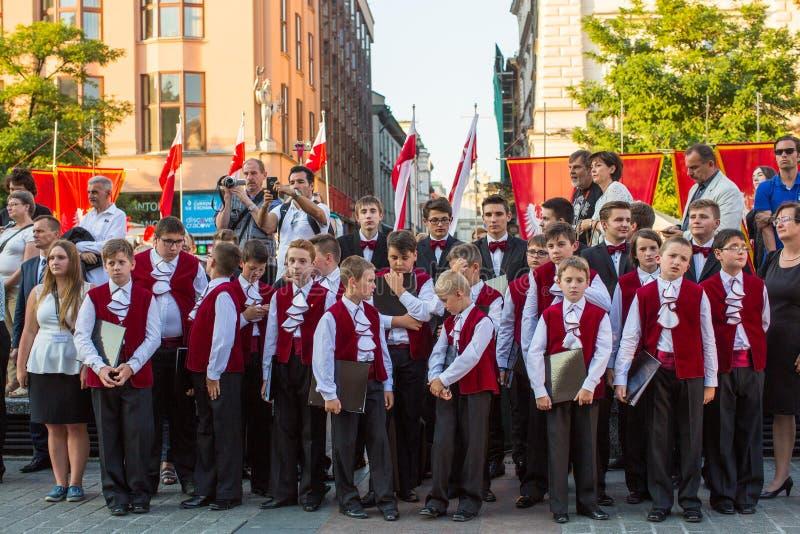 De deelnemers van ceremonie is de gelofte van eerste klassen van de III Middelbare school van Januari Sobieski royalty-vrije stock foto