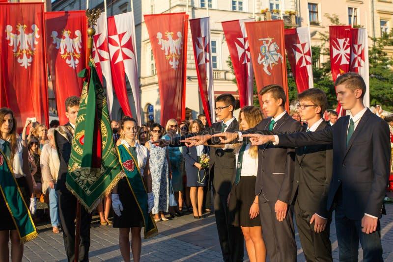De deelnemers van ceremonie is de gelofte van eerste klassen van de III Middelbare school van Januari Sobieski royalty-vrije stock foto's