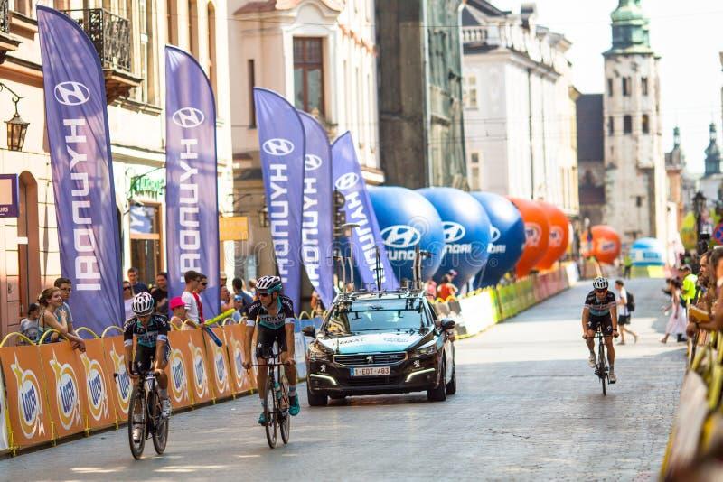 De deelnemers van 72ste Tour DE Pologne het cirkelen 7de stadium rennen stock afbeeldingen