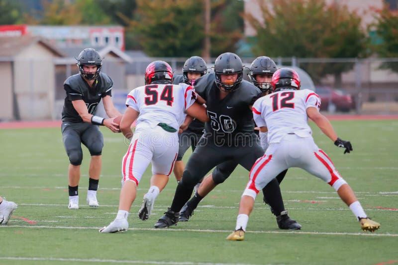 De Defensiestrategie van de middelbare schoolvoetbal stock fotografie