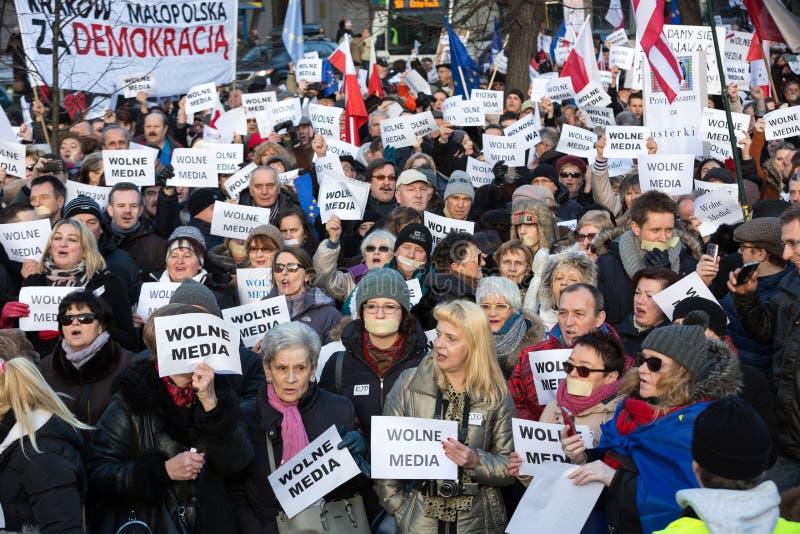 De demonstratie van het Comité van de Defensie van de Democratie KOD voor de vrije media media van /wolne royalty-vrije stock foto's