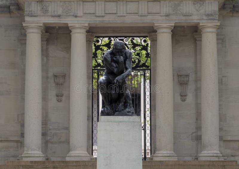 De Denker door Aguste Rodin bij de Rodin Museum-ingang, Benjamin Franklin Parkway, Philadelphia, Pennsylvania royalty-vrije stock afbeeldingen