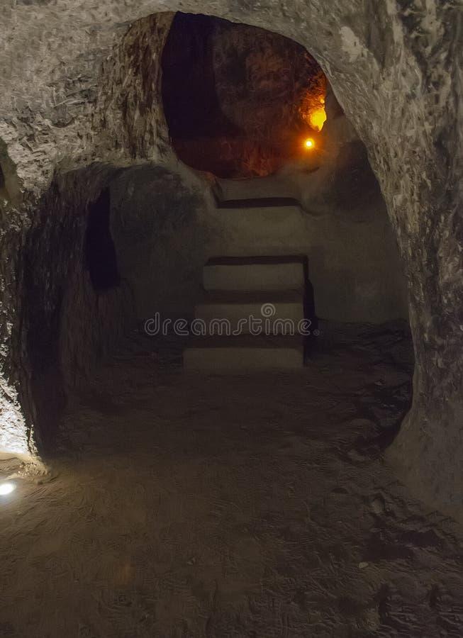 Is de Derinkuyu ondergrondse stad een oude holstad op verscheidene niveaus in Cappadocia, Turkije stock afbeeldingen