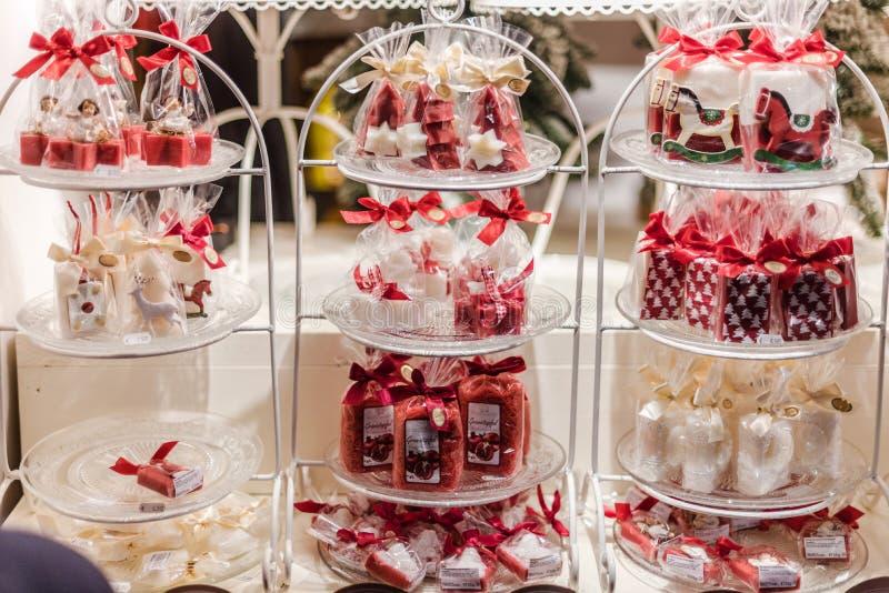 De Details van de het Suikergoedkiosk van de Kerstmismarkt stock foto's