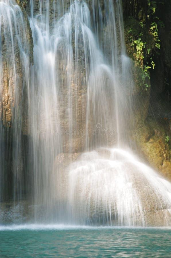 De details van mooie waterval, Erawan-waterval is beroemd water royalty-vrije stock afbeeldingen