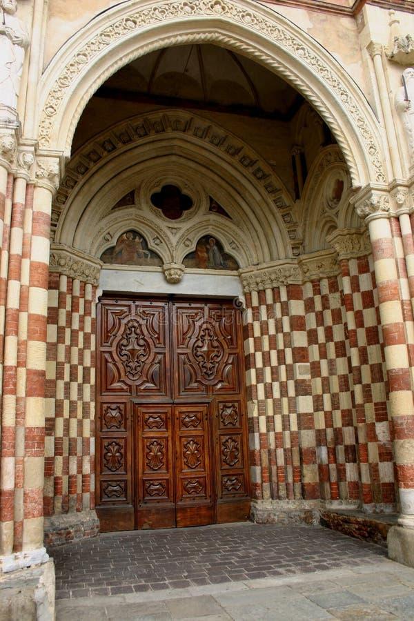 De deur Asti, Italië van de kathedraal stock foto
