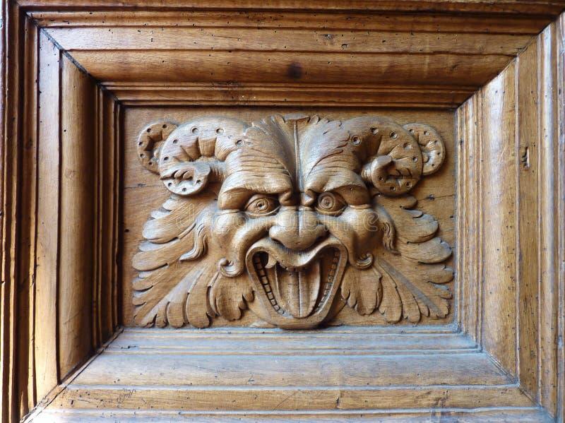 De deur van de basiliek in Assisi royalty-vrije stock foto's