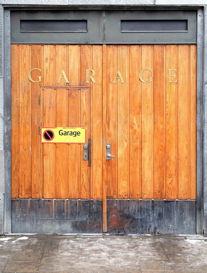 De deur van de garage stock foto