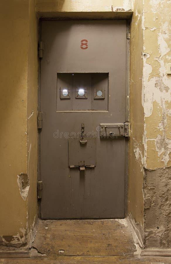 De deur van de gevangeniscel stock fotografie