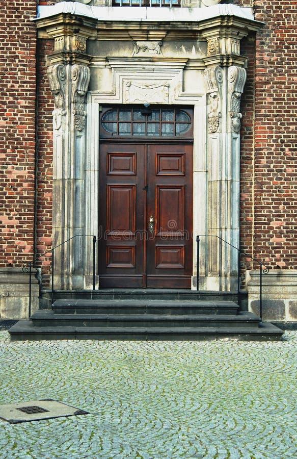 De deur van de ingang stock foto