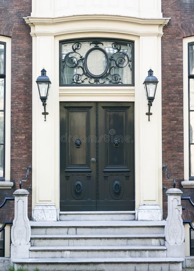 De Deur van de Ingang van het huis in de stad royalty-vrije stock fotografie