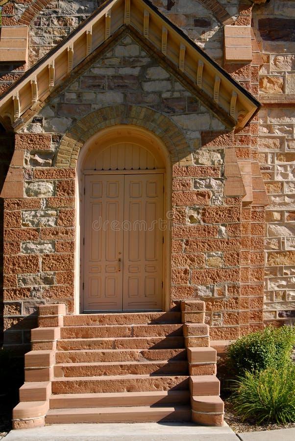Download De Deur van de kerk stock foto. Afbeelding bestaande uit steen - 10776050