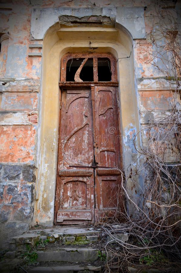 De deur van een verlaten huis royalty-vrije stock foto