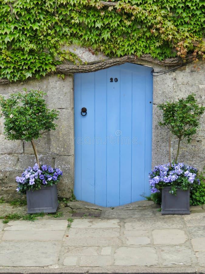 De deur van het Corfeplattelandshuisje stock foto
