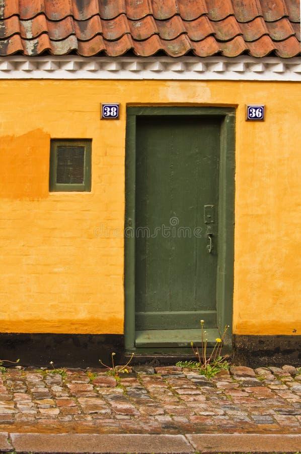 De deur van het plattelandshuisje royalty-vrije stock fotografie