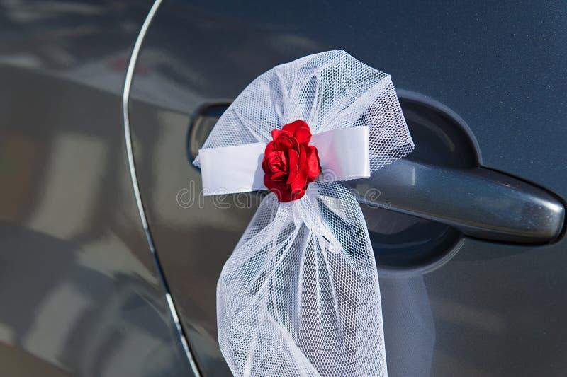 De deurdecoratie van de huwelijksauto stock afbeeldingen