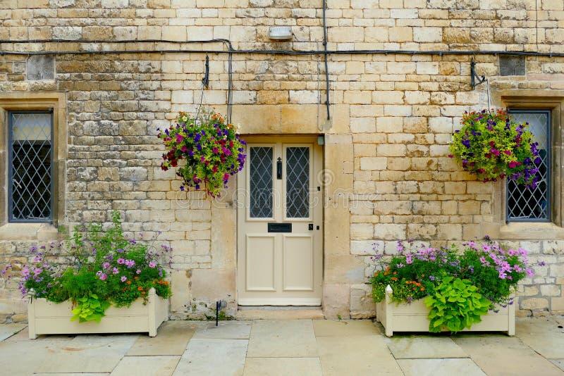 De deuren bij het Hatfield-Huis Hertfordshire - Engeland - het Verenigd Koninkrijk stock afbeeldingen