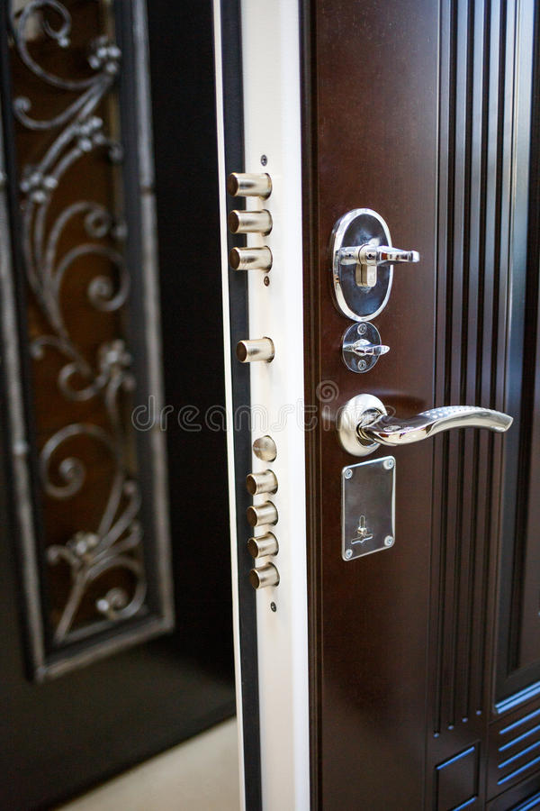 De deuren van het ingangsmetaal stock fotografie