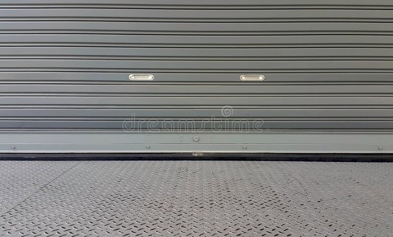 De deurtextuur van het metaalblind buiten van pakhuis stock foto