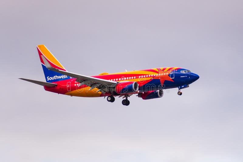 6 de dezembro de 2019 San Jose / CA / USA - Arizona One Southwest Airlines a aproximar-se do Aeroporto Internacional de San Jose  fotografia de stock
