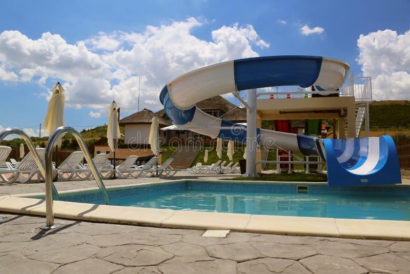 De dia van het waterpark en zwembad in een luxetoevlucht in de Delta van Donau royalty-vrije stock afbeelding
