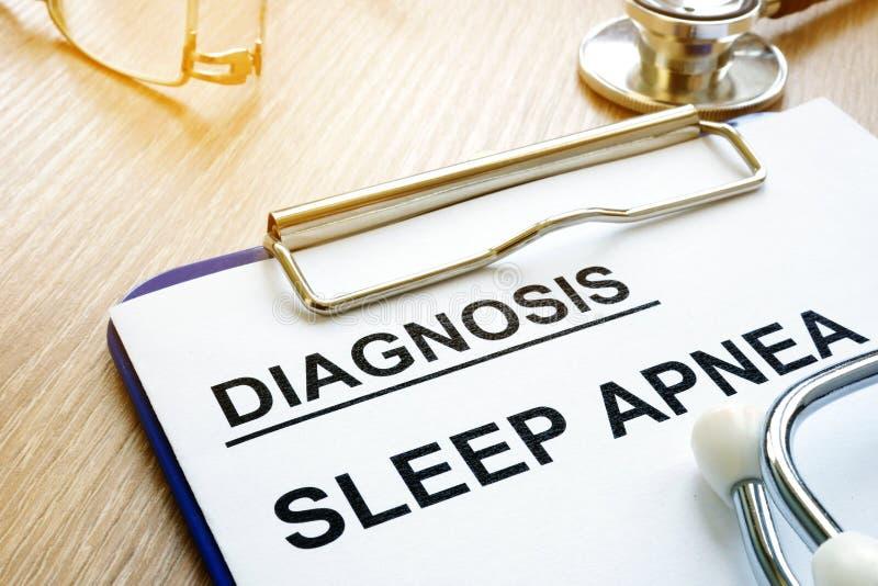 De diagnose van slaapapnea op een klembord stock foto's