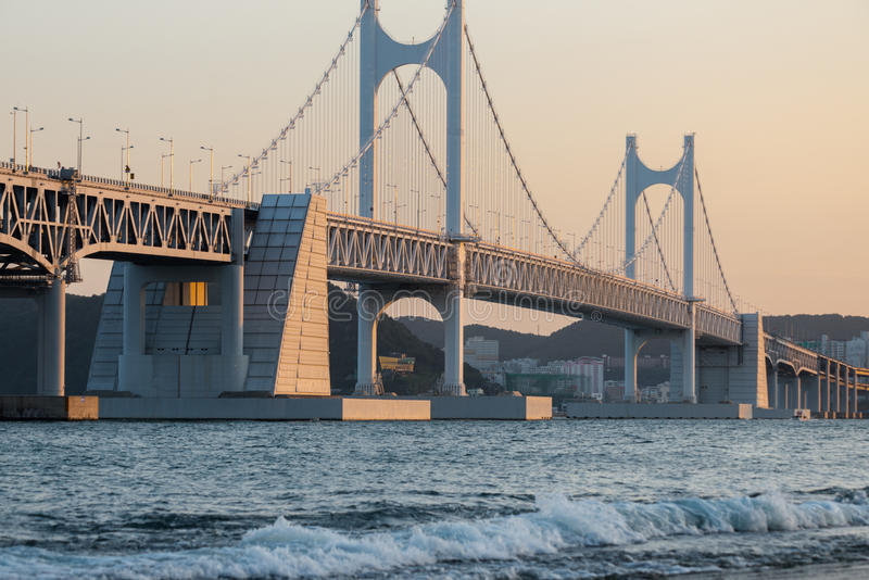 De Diamond Bridge Gwangali-avondgloed Busan Zuid-Korea stock foto
