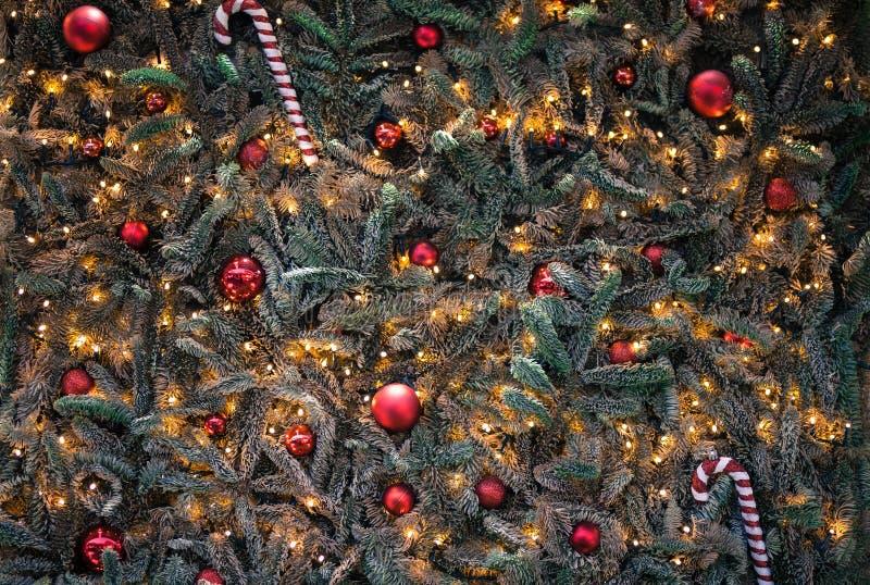 De dichte omhooggaande achtergrond van de kerstboomdecoratie De ballen van Kerstmis royalty-vrije stock foto's