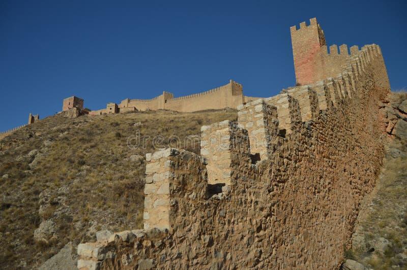 28 de diciembre de 2013 Albarracin, Teruel, Arag?n, Espa?a La fortaleza medieval empareda el Alcazar preservado muy bien Historia foto de archivo