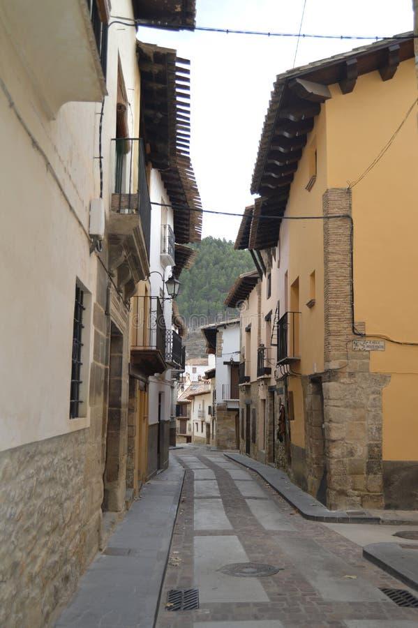 27 de diciembre de 2013 Casas maravillosas en calles medievales en Rubielos De Mora, Teruel, Aragón, España Viaje, naturaleza, pa fotografía de archivo libre de regalías