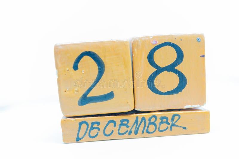 28 de diciembre Día 28 del mes, calendario en fondo de madera Calendario hecho a mano foto de archivo