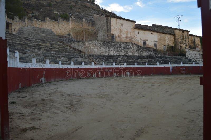 27 de diciembre de 2013 Plaza de toros pintoresca en Rubielos De Mora, Teruel, Aragón, España Viaje, naturaleza, paisaje, vacacio fotografía de archivo