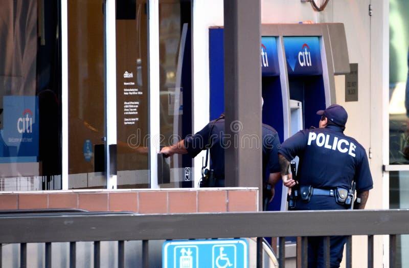De Diefstal van de politiebank stock afbeeldingen