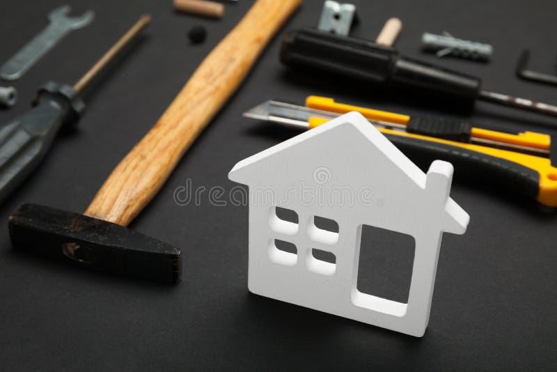 De dienst van de huisreparatie, de abstracte hardwarebouw Bouw creatief concept stock afbeelding