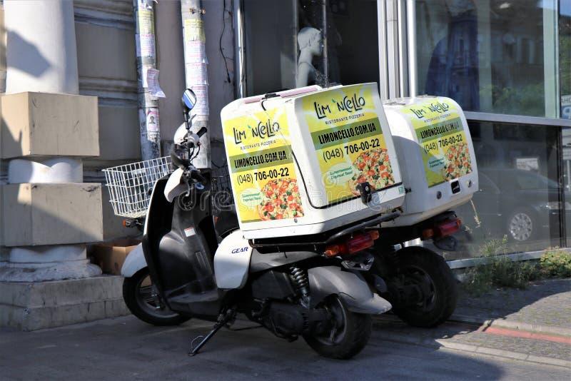 De dienstmotoren van het leveringsvoedsel van Italiaanse pizzeria royalty-vrije stock afbeeldingen
