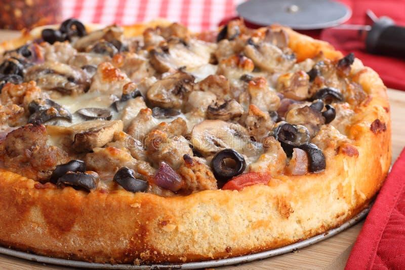De diepe Close-up van de Pizza van de Schotel royalty-vrije stock afbeeldingen