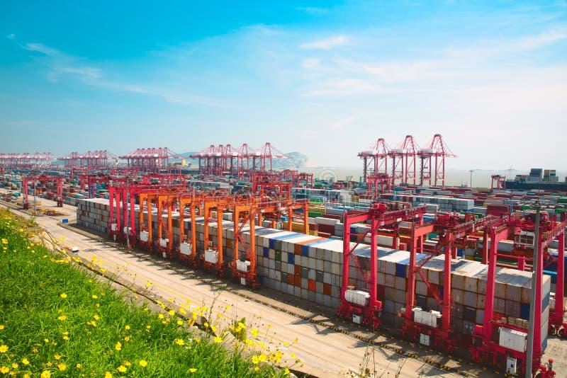 De diepzeehaven van Shanghai Yangshan stock foto