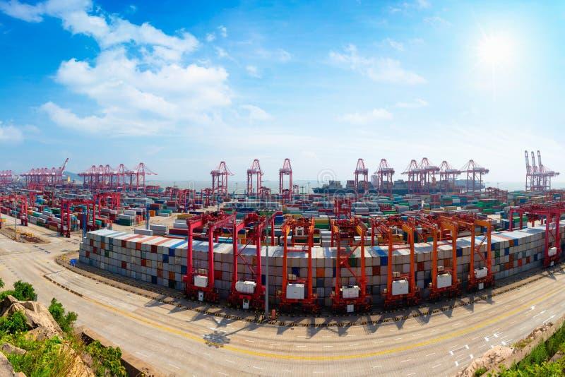 De diepzeehaven van Shanghai Yangshan stock fotografie