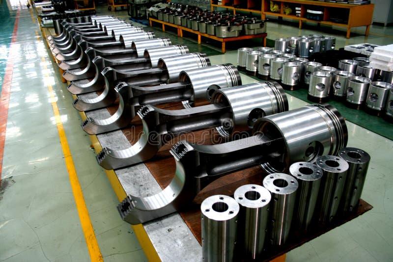 De dieselmotorzuigers van de trein op de productlijn royalty-vrije stock foto